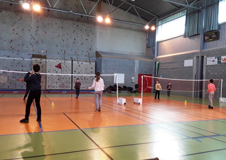 Badminton lors d'animations Jeunesse dans les Coëvrons en Mayenne