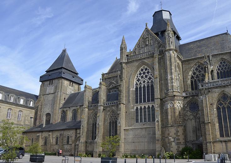 La basilique d'Evron en Mayenne