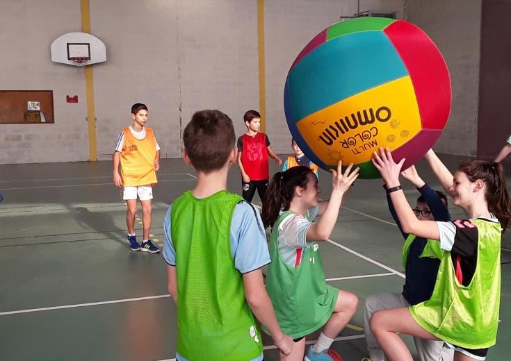 Kinball lors d'animations Jeunesse dans les Coëvrons en Mayenne