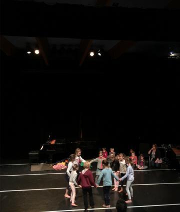 La classe de danse contemporaine au Conservatoire à Evron