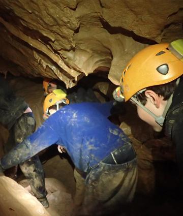Spéléo dans les grottes de Saulges