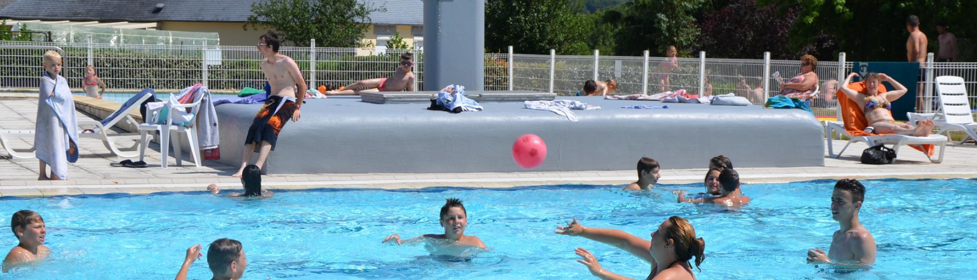 La piscine de Sainte-Suzanne-et-Chammes dans les Coëvrons