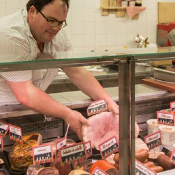 Commerçant à Bais, boucherie